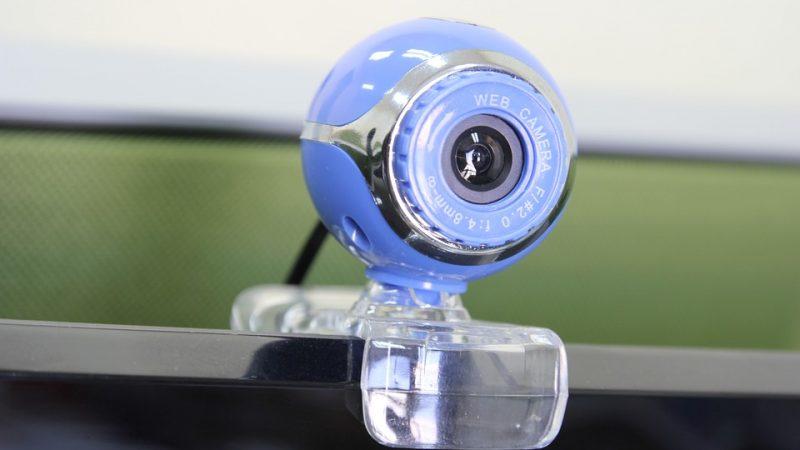 Eye-tracking w psychologii. Badania w laboratorium czy w terenie?